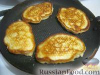 Фото приготовления рецепта: Овсяные оладьи для детей (на молоке) - шаг №8