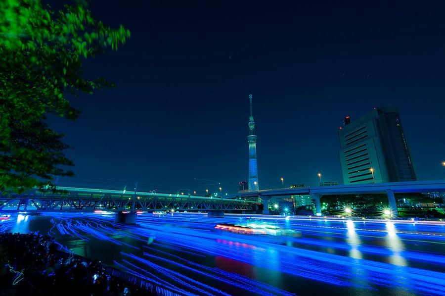 51 100.000 Голубые Шары, Плавающие Вниз по Реке В Токио