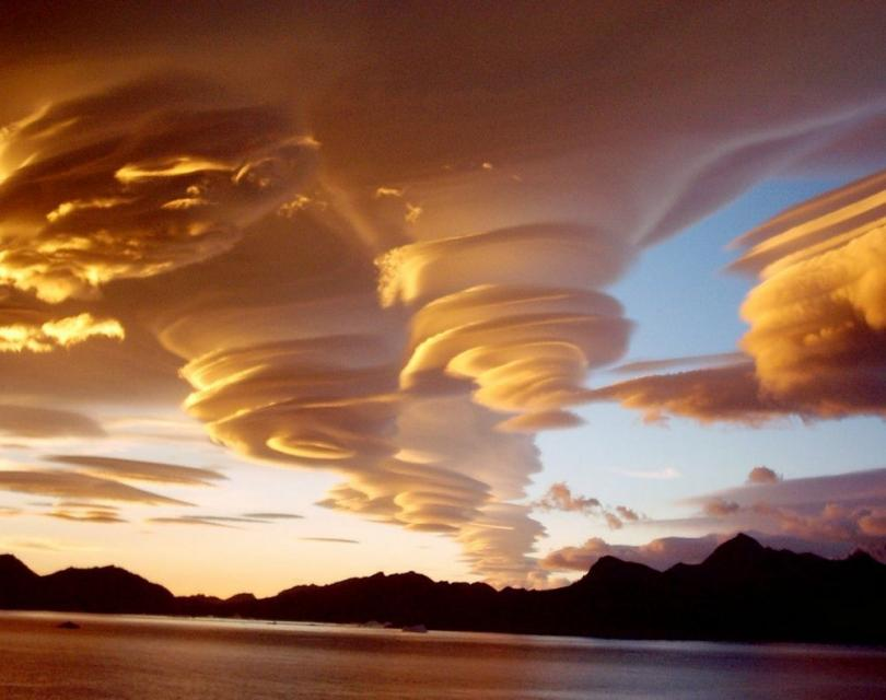 Лентикулярные облака (© jollysailor1950)