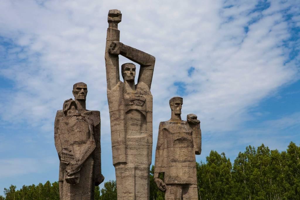 Саласпилсскому мемориалу подменили ориентацию