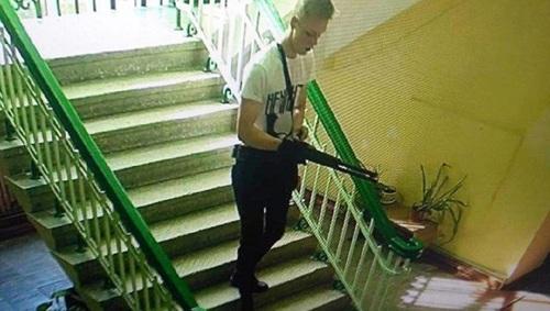 Бабушку керченского стрелка увезли к следователям