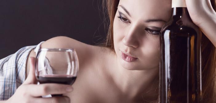 Исследование: в условиях самоизоляции люди стали пить больше