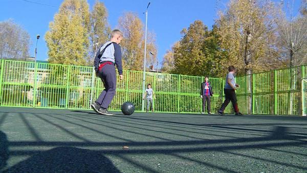 Комплексное благоустройство детской площадки завершили в Снегирях Истринского района