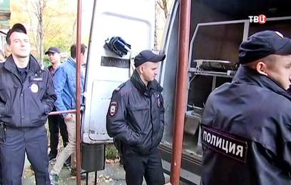 Опубликовано видео с места тройного убийства в Москве