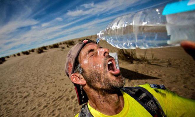 Людям у кого проблемы с сердцем лучше пить просто воду Фото runnersworldtrcom