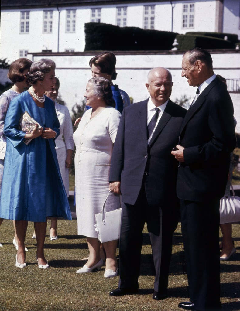 Nikita Khrushchev (1894-1971), Soviet leader, and his wife Nina Khrushcheva (1923?1971) with King Frederick IX of Denmark (1899-1972) and Queen Ingrid of Denmark (1910-2000) during an official visit to Denmark, 1964. (Photo by Keystone/Getty Images)