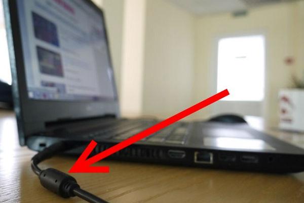Зачем нужен странный цилиндр на зарядке к ноутбуку