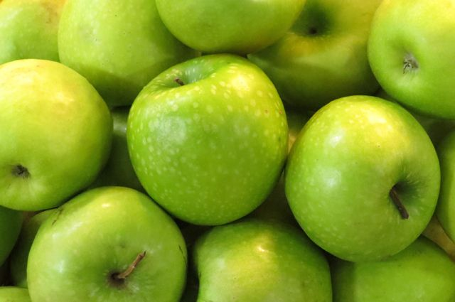Россельхознадзор запретил ввоз в РФ яблок 31 экспортеру из Белоруссии