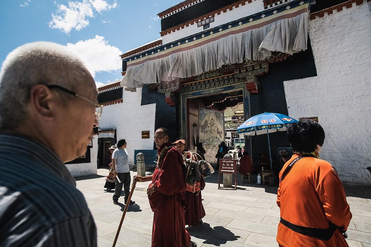shigadze05 В поисках волшебства: Шигадзе, резиденция Панчен ламы и китайский рынок