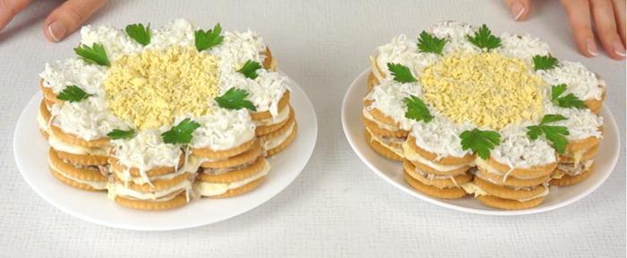 Закусочный торт-салат из крекеров за 10 минут
