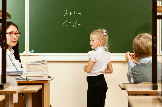 «Нас перевели в статус прислуги». Российские учителя — о своей профессии