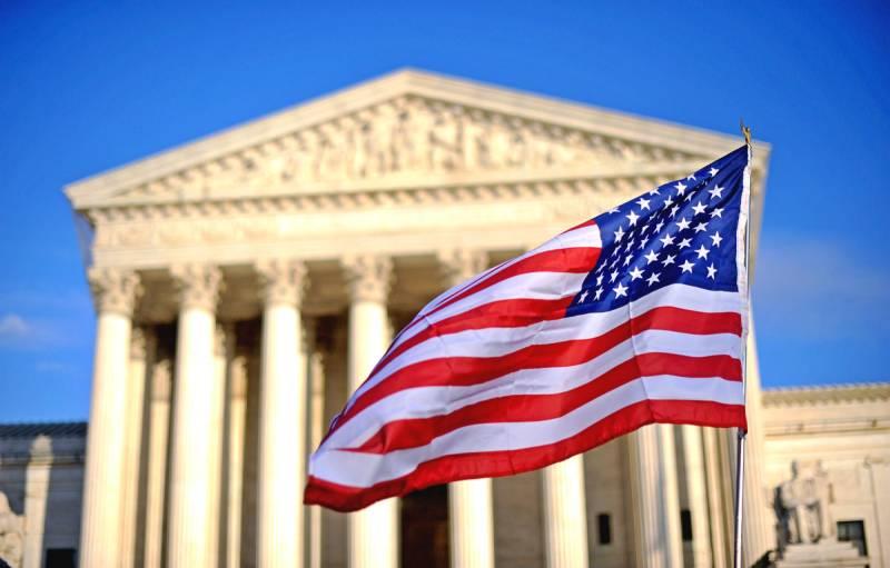 Почему весь мир соглашается жить по законам США?