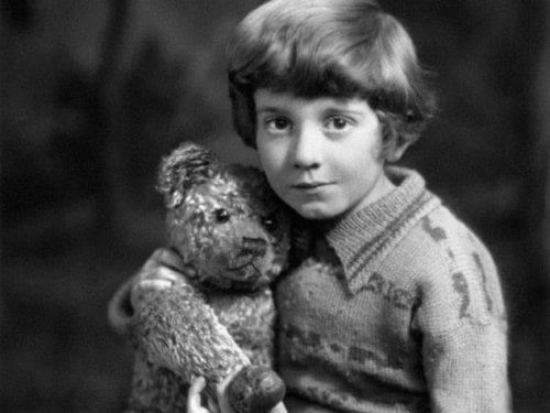 ТОП-10: Факты о реальном Кристофере Робине, которого мы знаем по книге «Винни-Пух»