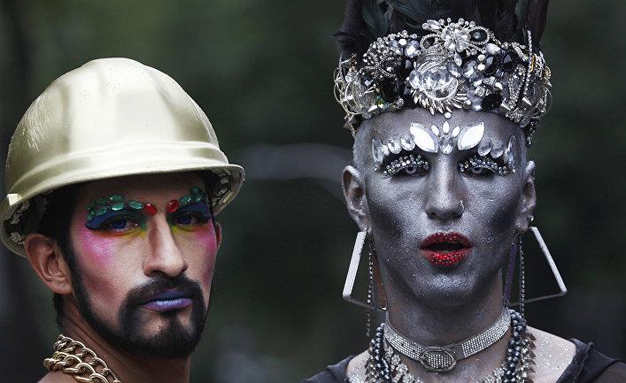 Майк Пенс считает Космические силы США необходимыми для защиты Америки от иноземных геев