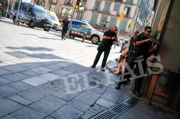 Каталонская полиция сообщает о13 жертвах теракта вБарселоне