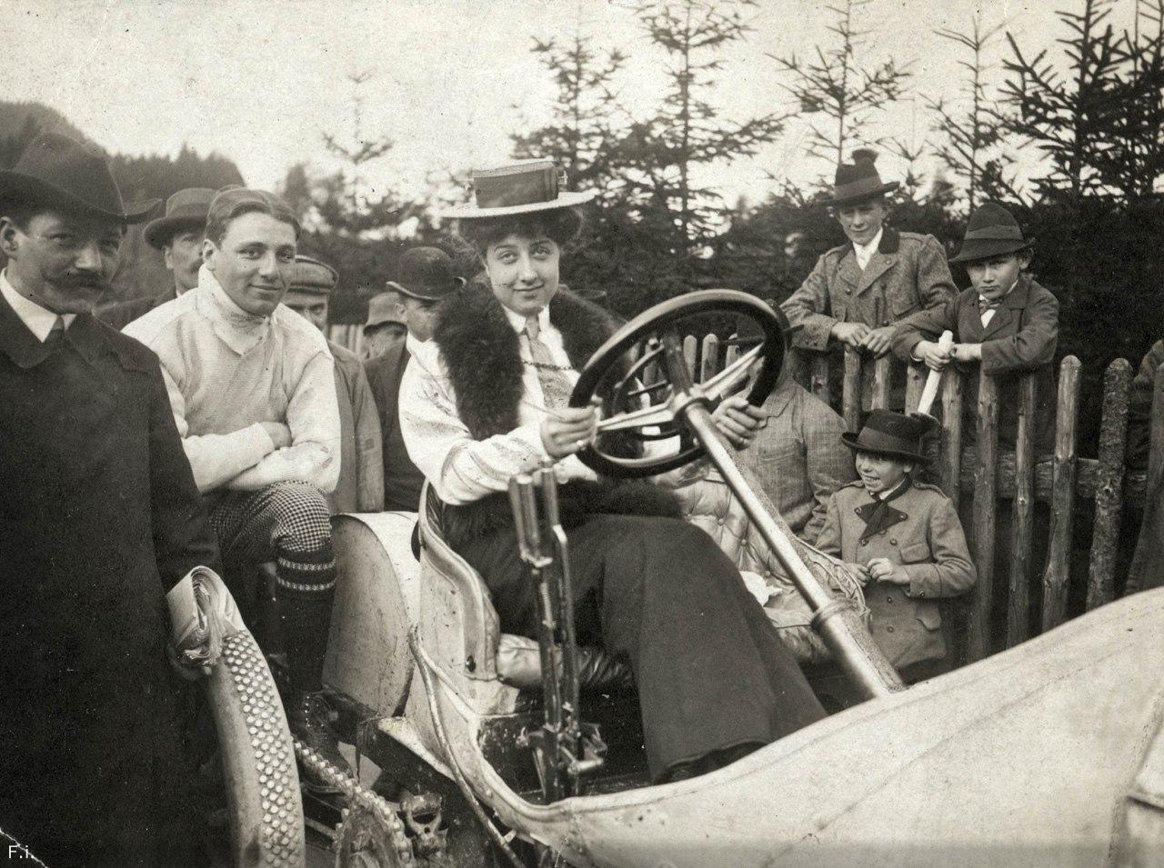 Мерседес Еллинек –  женщина и автомобиль.
