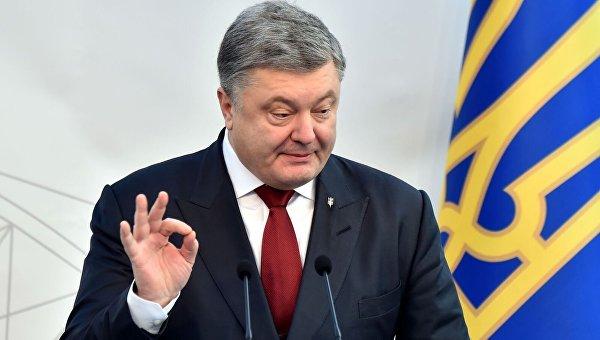 «Позор Порошенко!»: президент не явился в суд по делу экс-президента
