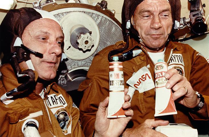 """""""Союз-Апполон"""": Рукопожатие на орбите 17 июля 1975 года"""