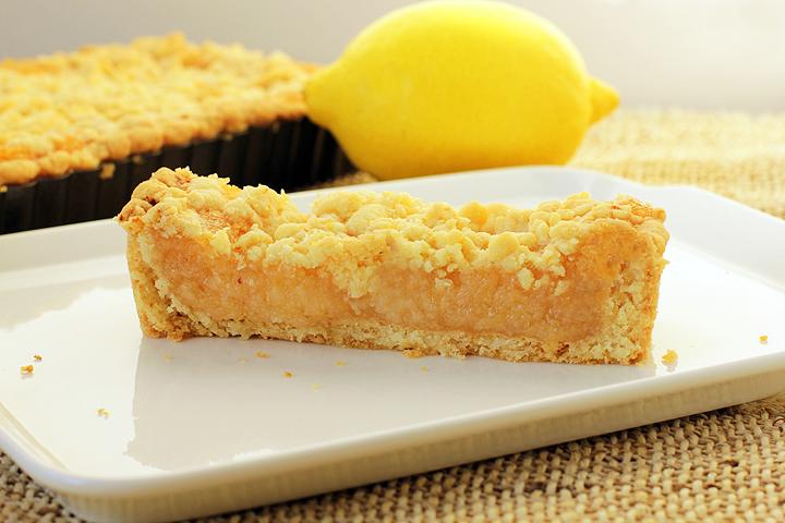 Лимонный пай прост по набору ингредиентов