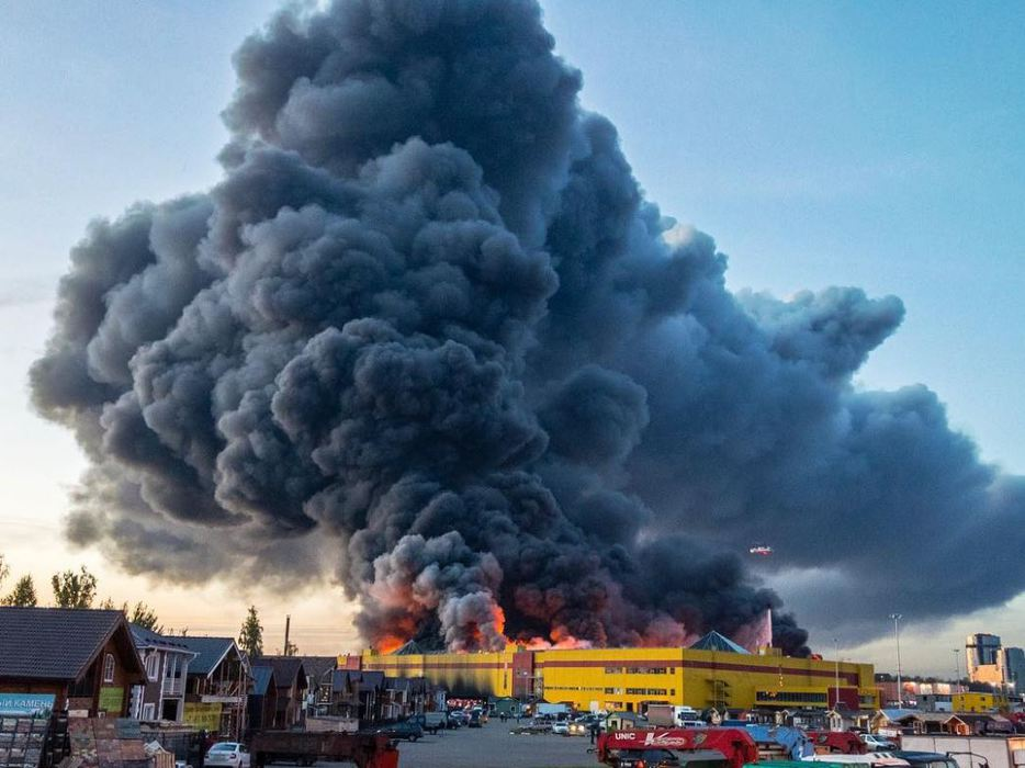 Пожар в огромном ТЦ «Синдика…