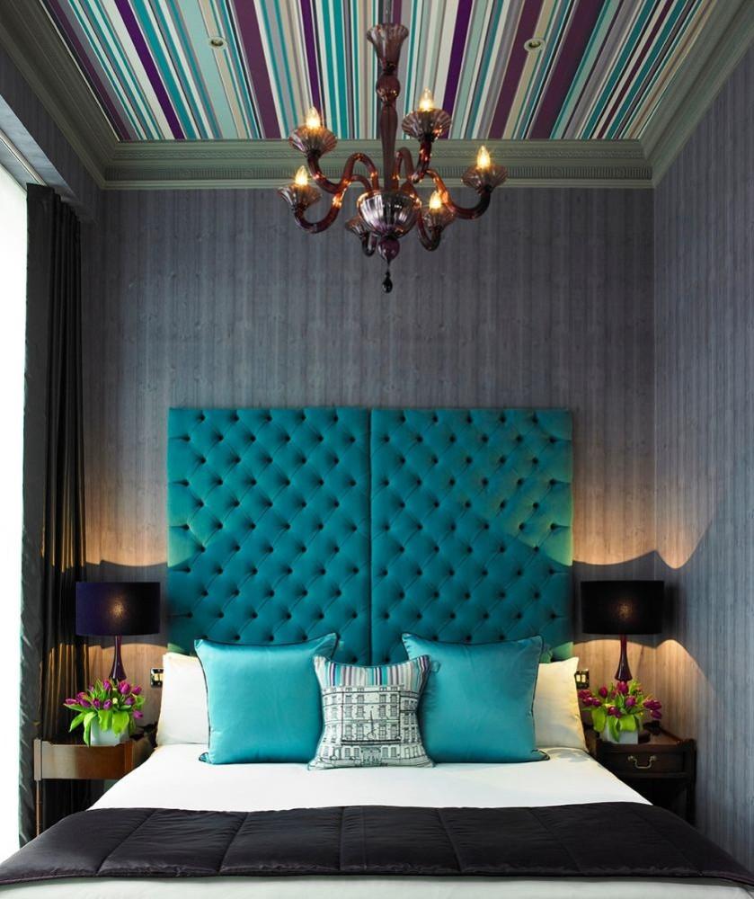 Спальня в цветах: бирюзовый, черный, серый, сине-зеленый. Спальня в стиле эклектика.