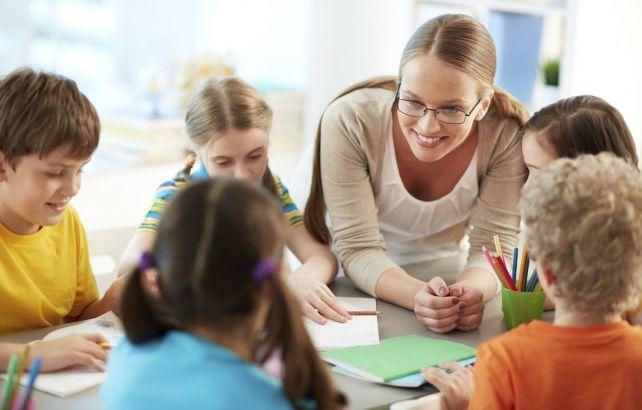 Психолог занимается с детьми
