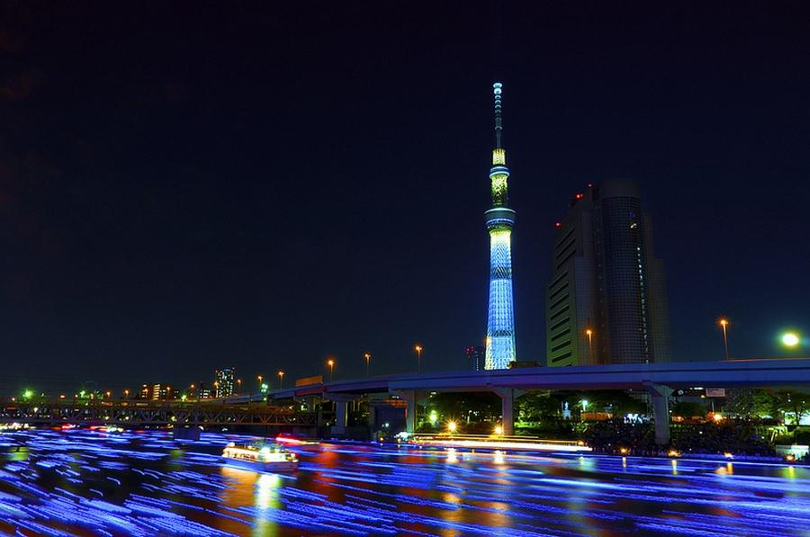 21 100.000 Голубые Шары, Плавающие Вниз по Реке В Токио