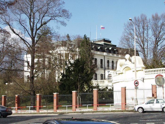 11. В Чехии посольство, россия, фото, чиновники