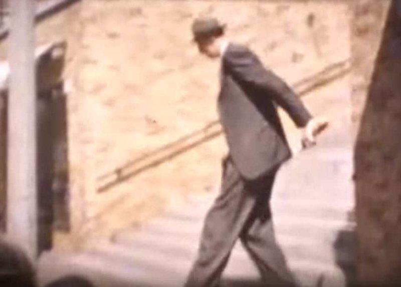 Посмотрите на эти редкие цветные кадры (а чуть ниже будет видео), на которых Роберт Уодлоу запечатлен примерно в конце 1930-х годов акромегалия, великан, опухоль, рекорд, рекорд гиннесса, рекордсмен Гинесса, самый высокий, самый высокий человек