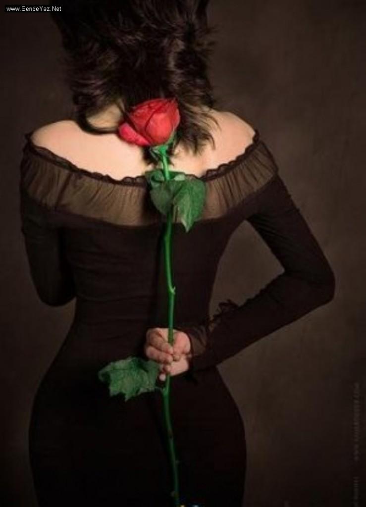 Фото на аватарку для женщины с цветами