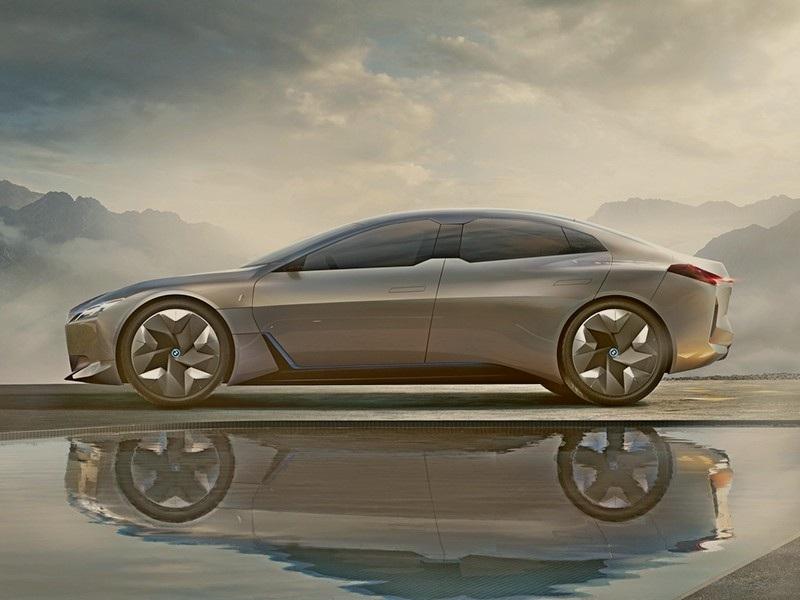BMW i4 в 2020 году, сможет проехать без заряда до 700 км