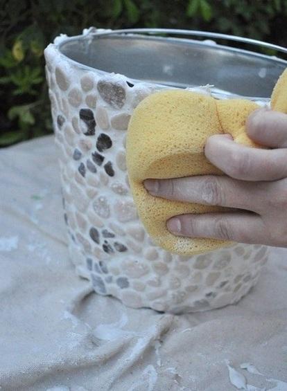 садовый горшок,украшение галькой,украшение камешками,благоустройство сада