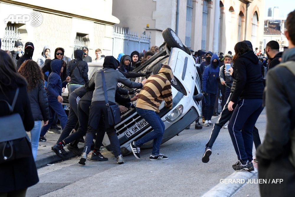Протесты школьников и студен…