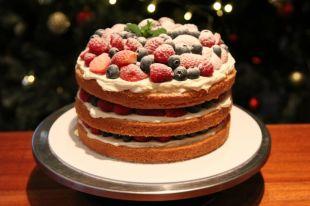Бисквиты, сливки и творог. Как приготовить новогодний торт