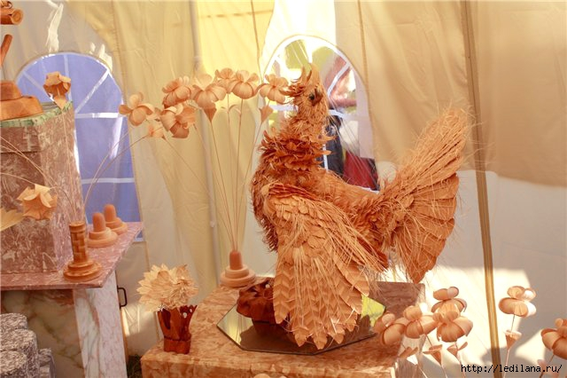 Животные из древесной стружки - это восторг!/// Супергений,какое счастье,что есть такие творцы ...