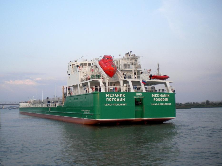 Моряки с «Механика Погодина»…