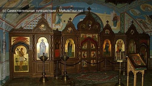 Сергиев Посад. Иконостас пещерной церкви в Черниговском скиту