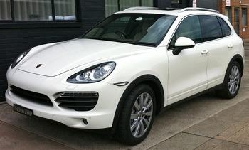 Неизвестный угнал автомобиль Porsche Cayenne  у безработной автоледи в Москве