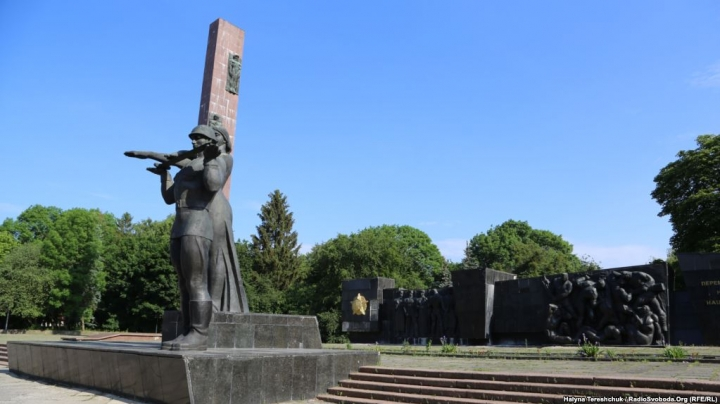 Снос львовского Монумента Славы обрастает новыми скандальными подробностями