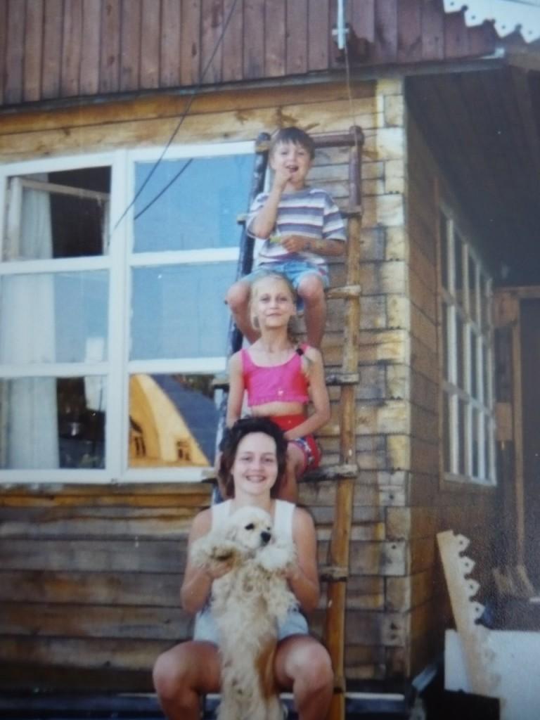 На даче веселилась молодёжь