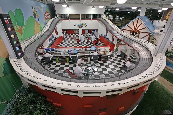 Мужская часть офиса компании «Invention Land» в Питсбурге (Штат Пенсильвания, США). | Фото: allthatsinteresting.com.