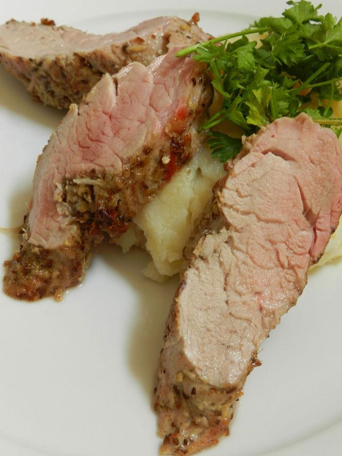 Свиная вырезка с тмином, имбирём и чесноком. Нежное, немного пикантное блюдо