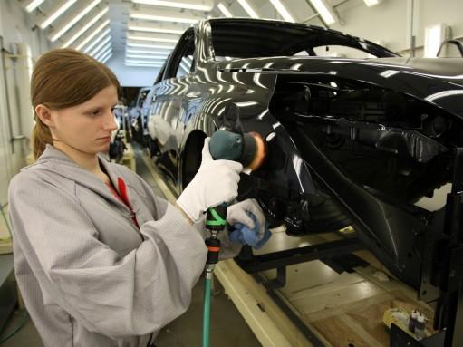 Выпуск автомобилей в Петербурге падает 4-й месяц подряд