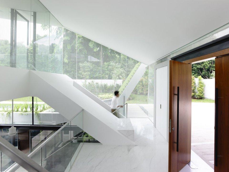 terraoko 2014 121203 11 Современная вилла в элегантном белом оформлении декоративной штукатуркой.