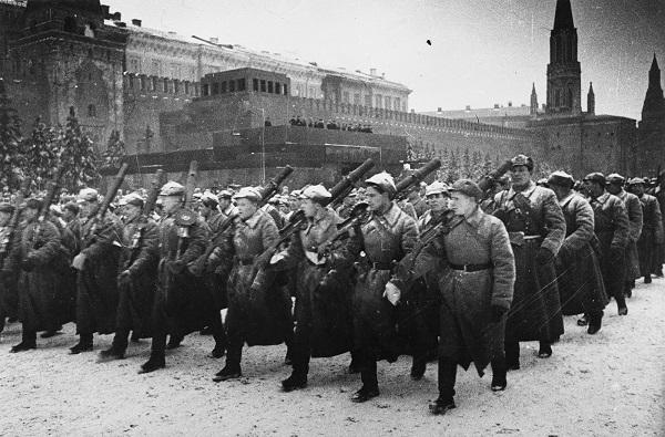 Самые нашумевшие парады на Красной площади