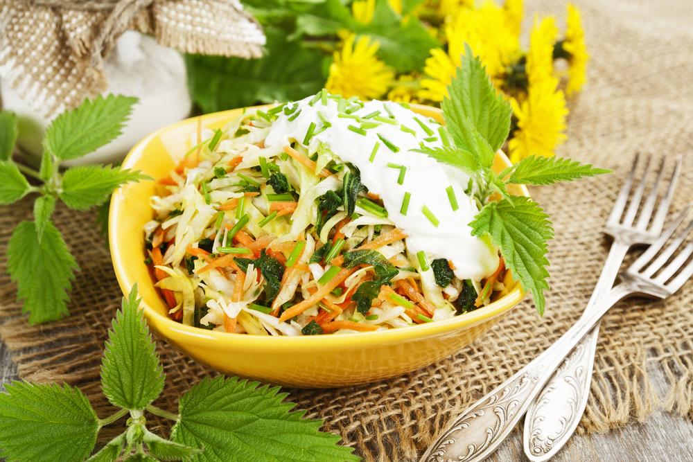 Салат из крапивы и овощей