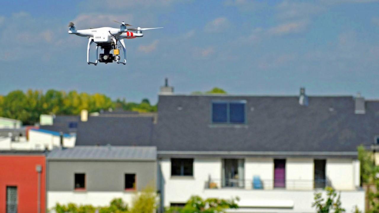 Швейцарские юристы решили, что надоедливые дроны можно сбивать