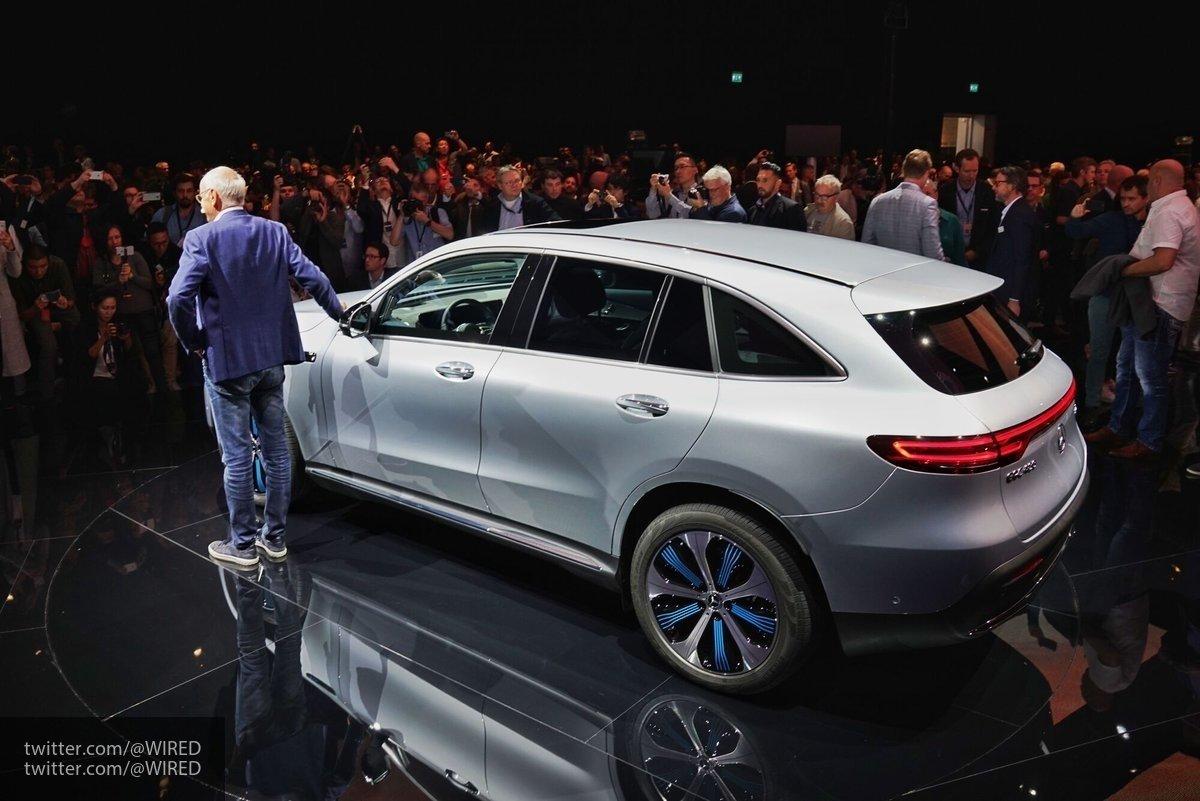 Компания Mercedes-Benz начнет продажу электромобиля EQC в России в 2020 году