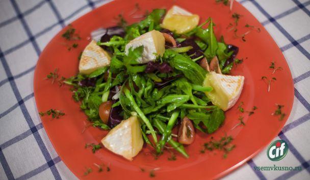 Салат с жареным сыром камамбер. Пошаговый фото-рецепт.