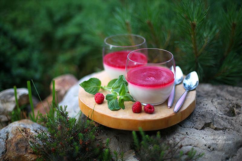 Летний легкий освежающий десерт на кефире с малиной